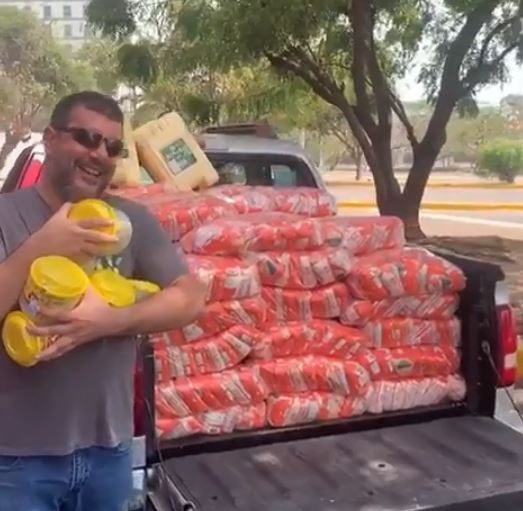 Cerca de 300 personas tienen alimento gracias a Hassan, comerciante de la  ciudad de Barranquilla - 45 Segundos
