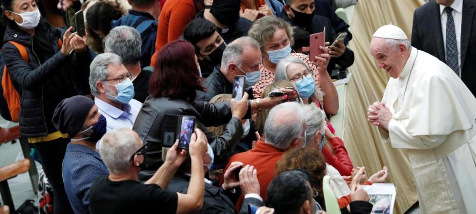 El papa Francisco acude a una audiencia general sin tapabocas - 45 Segundos